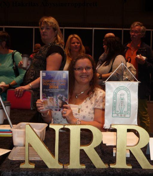 Lisbeth ønsker utstillere velkommen til informasjonsstanden til NRR :)